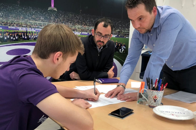 Trenutak kada je Toni Fruk potpisao ugovor za talijansku Fiorentinu!