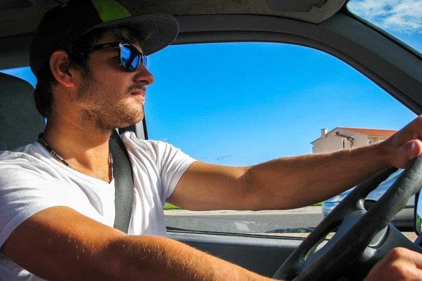 HAK: Zbog povremenih pljuskova vozit će se po mokrim cestama