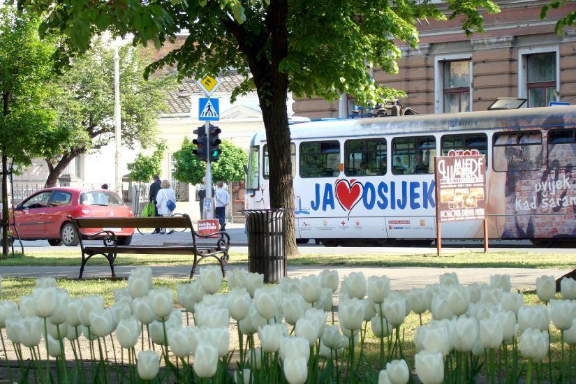 Osijek dobio šest pametnih klupa