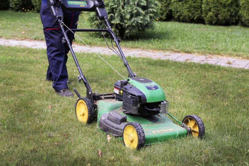 Riješite se neželjenih trava i korova i napravite svoj travnjak iz snova