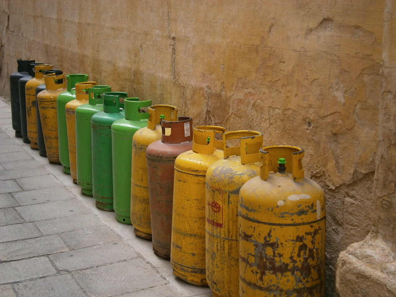 """""""Stručnjak"""" za plin iz Višnjevca učinio da plinska boca leti po krovovima i autima"""