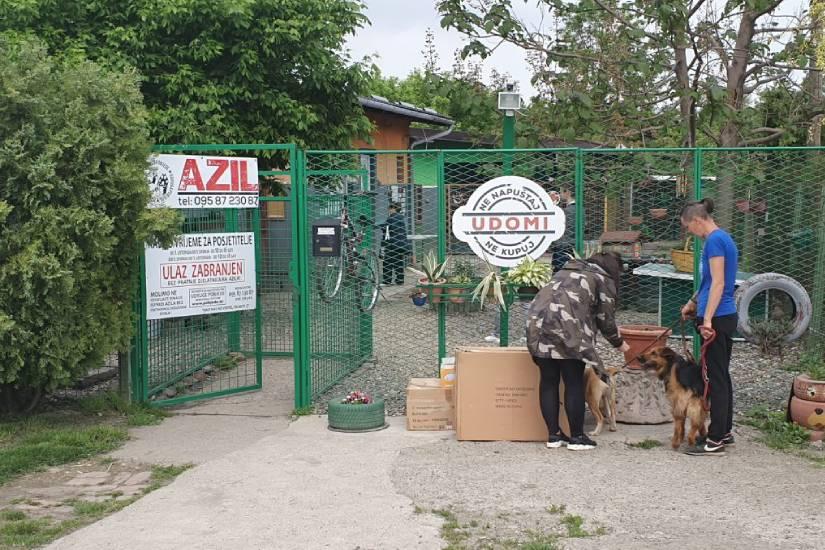 Gamoš uručila robnu donaciju Azilu