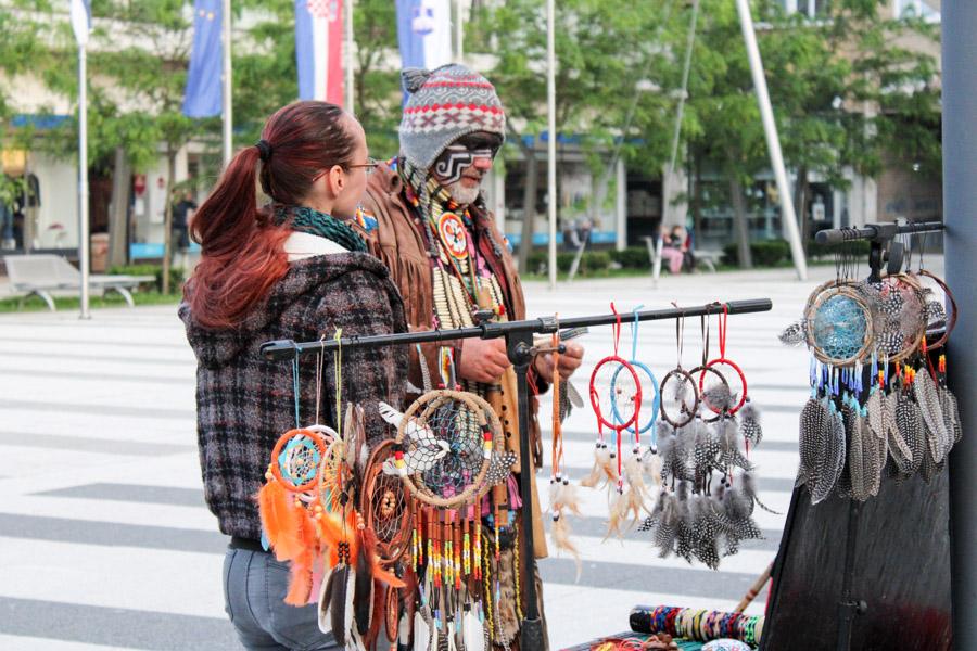 Foto: Osijek posjetio ulični svirač indijanske glazbe