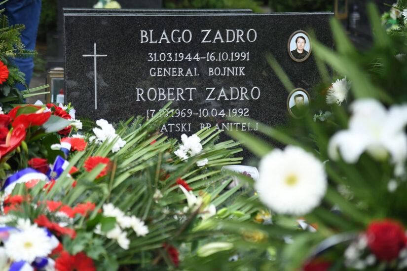 Na Memorijalnom groblju žrtava iz Domovinskog rata i Trpinjskoj cesti u Vukovaru je u petak, 16. listopada 2020. godine obilježena 29. obljetnica pogibije general-bojnika Blage Zadre | Foto: MORH / J. Kopi
