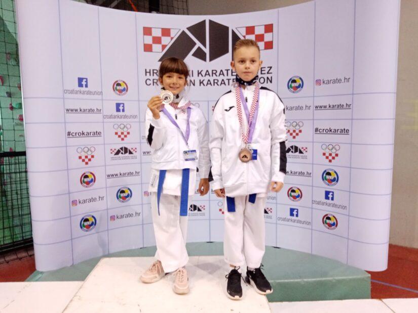Srebro i bronca za najmlađe kumitaše Karate Kluba Hrvatski sokol!