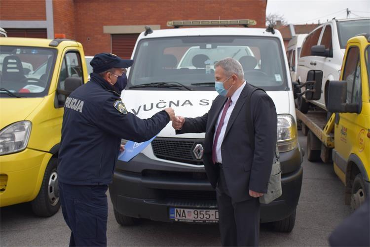 """Policija donirala 9 """"umirovljenih"""" policijskih vozila"""