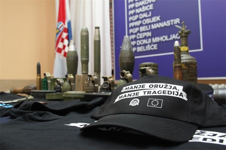"""Policijska uprava osječko-baranjska podržala novu moderniziranu kampanju """"Manje oružja, manje tragedija"""""""