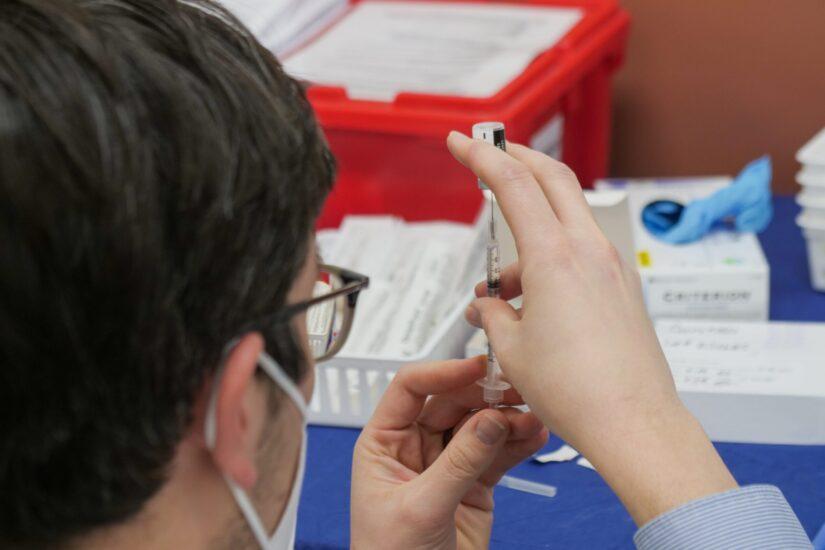 Beroš: Do sada se za cijepljenje registriralo 30.142 ljudi
