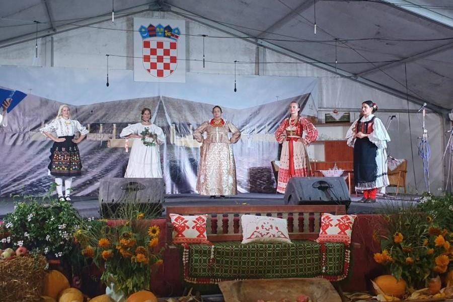 """Manifestacija """"Slavonijo, u jesen si zlatna"""" [PROGRAM]"""
